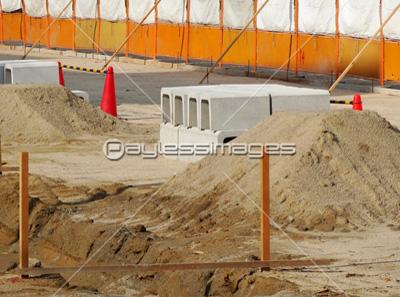 U字溝の埋設工事現場 イメージID:gf1120463096モデルリリース:なし U字溝の埋設工
