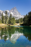 Lake+Bleu+and+the+south+face+of+Matterhorn.+Sunny+summer+day.+Valle+d%27Aosta%2C+Italy.