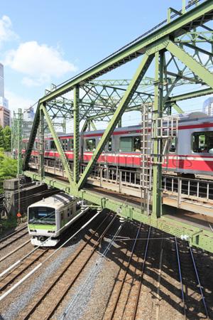 京急八ツ山橋鉄橋とJRの写真・イ...