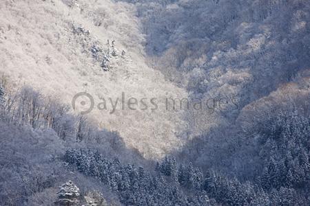 白川郷の雪山の写真イラスト素材 Gf1940745202 ペイレスイメージズ