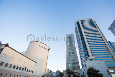 ランドマークタワーの写真イラスト素材 Gf1420766455 ペイレス