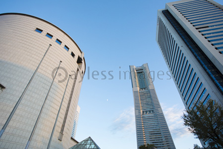 ランドマークタワーの写真イラスト素材 Gf1420766459 ペイレス