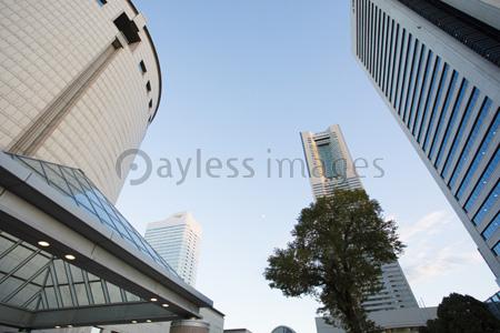 ランドマークタワーの写真イラスト素材 Gf1420766460 ペイレス