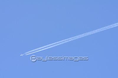 飛行機雲の写真イラスト素材 Gf0690114201 ペイレスイメージズ