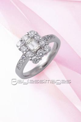 ダイヤの指輪の写真イラスト素材 Gf1940222436 ペイレスイメージズ