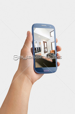 スマホを持つ手の写真イラスト素材 Gf1420452917 ペイレスイメージズ