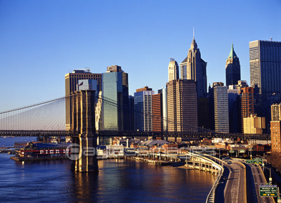 マンハッタンの高層ビル群の写真...