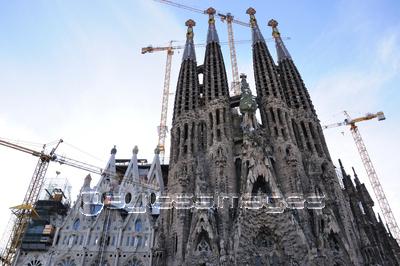 Vintage Poster De Barcelona Amb La Sagrada Familia イラスト