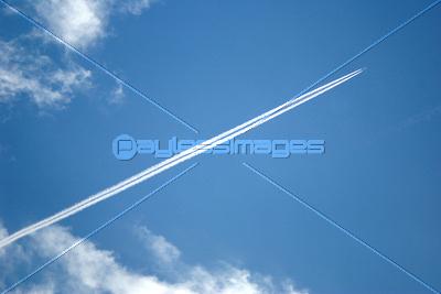 飛行機雲の写真イラスト素材 Xf0875014876 ペイレスイメージズ