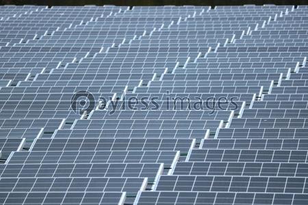 ソーラーパネルの写真イラスト素材 Xf6125231999 ペイレスイメージズ