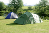 Camping+tent+field+over+green+grass+outdoor+field