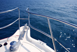 boat+bow+sailing+on+blue+sea+with+anchor+chain+and+winch+detail